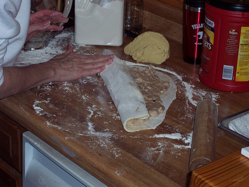 rolling the cake jelly roll fashioned