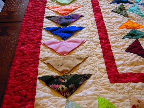 A close up of the 3 demensional geese and the quilting - I haven't pressed it after I took it out of the wash and dry, I might do that although I'm sure after sitting out on the table for a couple days it will flatted out